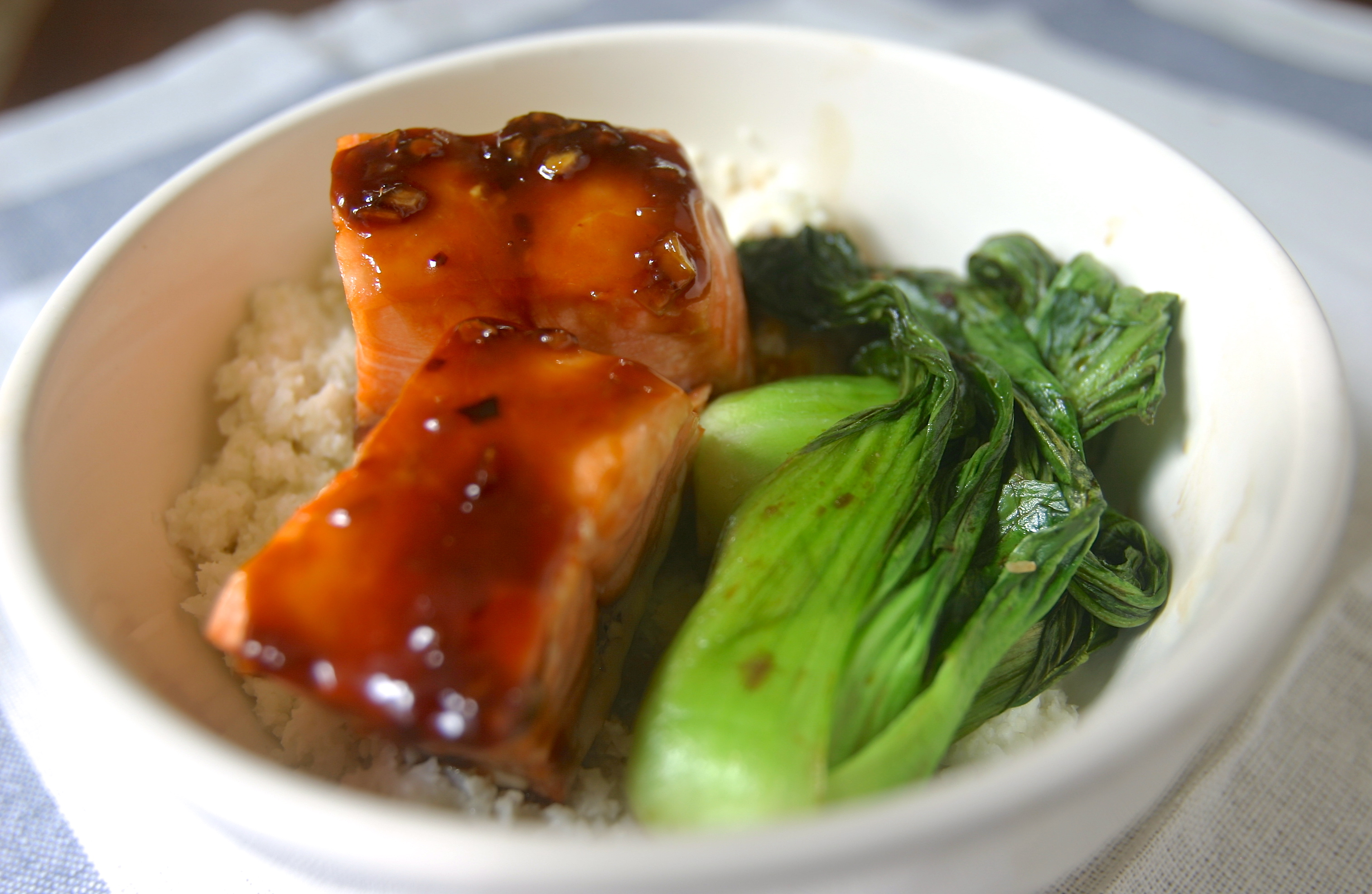 paleo asian salmon bowl